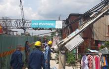 Cần cẩu công trình chống ngập 10.000 tỷ ở Sài Gòn đè sập nhà dân, nhiều người la hét kêu cứu