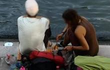 """Hồn nhiên ngồi pha cà phê và nấu ăn trên cầu, 2 du khách bị phạt nặng và """"đuổi cổ"""" khỏi Venice"""