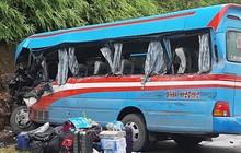 Tuyên Quang: Xe khách lao vào vách núi, hơn 10 người nhập viện