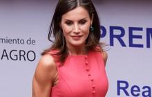 """Sở hữu cánh tay săn chắc """"lực điền"""" nhưng Hoàng hậu Tây Ban Nha lại được khen ngợi hết lời khi diện váy áo sát nách"""