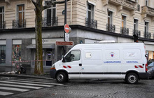 Băng cướp mang vũ khí cuỗm sạch 30 két tiền tại ngân hàng Pháp