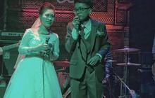 """Truy tìm cặp cô dâu, chú rể người chơi trống, người hát rock """"quẩy tung"""" bar ngay sau giờ hành lễ"""