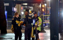 Mỹ: Nghi can trộm cắp giật súng cảnh sát, nã đạn ra đường phố