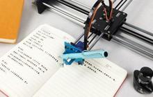 Học sinh Trung Quốc thi nhau mua robot giả chữ viết tay về làm bài tập cho nó nhàn
