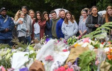 Bàn giao 6 thi thể nạn nhân đầu tiên vụ xả súng tại New Zealand cho gia đình