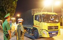 Chở hàng vượt tải trọng, tài xế ngồi lỳ 3 tiếng đồng hồ trong cabin tại trạm cân ở Đà Nẵng