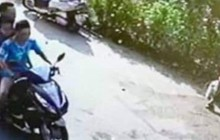 """Công an truy tìm xe máy """"kẹp 3"""" gây tai nạn nghiêm trọng rồi bỏ trốn"""