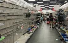 """Nhân viên Auchan """"muốn khóc"""" nhìn khách vừa mua, vừa ăn, vừa phá hàng hóa trong siêu thị"""