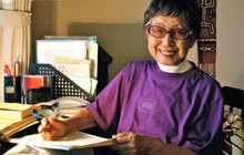 """Cuộc đời rộn rã của phóng viên Tsuneko Sasamoto: 71 tuổi vẫn chăm chỉ làm việc, 86 tuổi miệt mài yêu đương, 102 tuổi gặt hái vinh quang """"vô tiền khoáng hậu"""""""