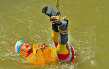 Ấn Độ: Đã tìm thấy thi thể của nhà ảo thuật mất tích sau khi biểu diễn ảo thuật dưới sông Hằng