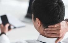 """Hậu quả đáng sợ: Gục đầu dùng điện thoại nhiều có thể khiến hộp sọ của bạn """"mọc đuôi"""""""