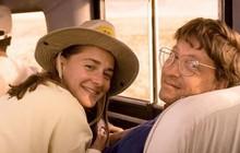 """Bill Gates năm 20 tuổi là một vị sếp """"xấu tính"""", chuyên soi mói giờ giấc của nhân viên cho đến khi ông hẹn hò với định mệnh đời mình là Melinda Gates"""