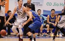Việt kiều duy nhất của Thang Long Warriors cảm ơn đồng đội sau khi trở thành người có triple-double đầu tiên tại VBA 2019