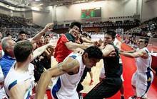 Ẩu đả kinh hoàng trong trận bóng rổ Trung Quốc