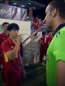 Công Phượng bắn tiếng Anh với trọng tài, khiếu nại Indonesia chơi xấu