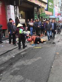 Vụ xe điên gây tai nạn liên hoàn khiến cụ bà tử vong: Tài xế xuống xe xin lỗi từng nạn nhân, người thân gào khóc tại hiện trường