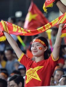 Cổ động viên cả nước vỡ òa cảm xúc với chiến thắng thuyết phục 2-0 của đội tuyển Việt Nam trước Malaysia