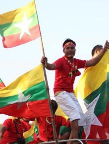 Trực tiếp Myanmar vs Việt Nam: Xuân Trường và các đồng đội đối mặt với sức ép từ bốn phía khán đài