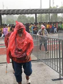 """[Cập nhật] """"Chảo lửa"""" Bukit Jalil chìm trong biển nước trước chung kết Malaysia vs Việt Nam"""