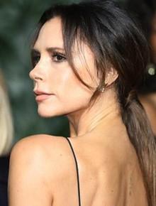 """Victoria để lộ tấm lưng đã xóa sạch """"hình xăm tình yêu"""" dành cho David Beckham"""
