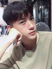 """Hot boy mới của Nghệ An sinh năm 2001 đang khiến dân tình """"lùng sục"""": Cao 1m72, mặt baby hết ý!"""