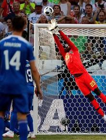 TRỰC TIẾP (H1) Nigeria 0-0 Iceland: Sigurdsson đá phạt hiểm hóc