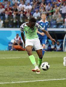 TRỰC TIẾP (H2) Nigeria 2-0 Iceland: Sigurdsson đưa bóng lên trời trên chấm penalty