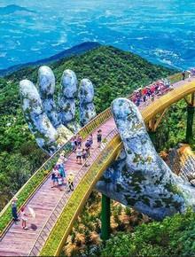 Cầu Vàng Đà Nẵng xuất hiện trên Instagram nghệ thuật nổi tiếng thế giới cùng vô vàn lời khen