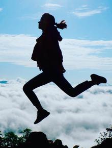 """""""Săn mây"""": Khi người trẻ chạy đua cùng mặt trời rồi vỡ oà đứng trước biển mây đẹp như tiên cảnh"""