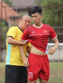 Thầy Park dùng tay nắn bụng để kiểm tra mỡ cầu thủ Việt, trong khi Jordan đã có máy đo tiền tỷ như thế này!