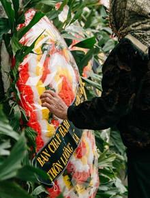 Vụ tai nạn thảm khốc ở Hải Dương: Rợp đỏ vòng hoa đưa tiễn, con gái chứng kiến sự việc không ngờ trong số nạn nhân có cha mình