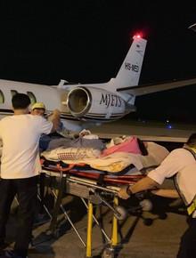 Việt kiều bị tạt axít và chém đứt gân chân khi chở bạn gái đi chơi được chuyển qua Canada điều trị bằng chuyên cơ