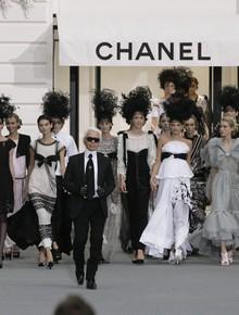 15 show diễn huyền thoại của Chanel dưới thời Karl Lagerfeld khiến giới mộ điệu thổn thức