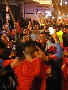 """CĐV Việt Nam tại Hà Nội: Sướng quá, chưa bao giờ đội tuyển có thể """"hủy diệt"""" Thái Lan với tỷ số đậm như vậy!"""