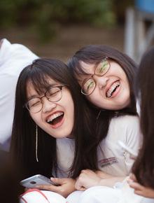 Không khóc lóc ỉ ôi ngày bế giảng, học sinh TPHCM cười phớ lớ tạm biệt tuổi học trò