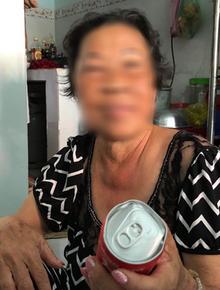 """Trần tình của 2 mẹ con """"hôi"""" nước ngọt mặc tài xế van xin: """"Tôi có lượm mười mấy hai chục lon về uống mà toàn móp méo không..."""""""