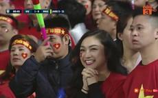 """Gái xinh """"chiếm sóng"""" truyền hình góp phần làm nên trận chung kết mĩ mãn"""