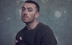 """Khán giả ném đá kịch liệt khi BRIT Awards bỏ hạng mục """"Nam/ Nữ nghệ sĩ xuất sắc nhất"""" từ tuyên bố giới tính của Sam Smith"""