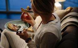 Hội hay ăn khuya cần biết: 4 nguyên tắc hạn chế tăng cân và ít gây hại sức khỏe