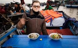 """Ảnh vui: Dàn sao """"Kingsman 2"""" đến Việt Nam vừa làm nhiệm vụ, vừa xơi bún riêu, đi chơi sông nước"""