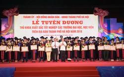 Hà Nội vinh danh 88 thủ khoa tốt nghiệp xuất sắc tại Văn Miếu
