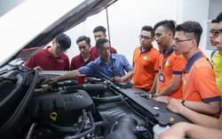 """Một ngày """"lạc trôi"""" vào xưởng thực hành Công nghệ kỹ thuật ô tô tại HUTECH"""