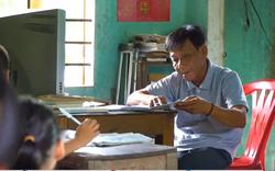 Lớp học hạnh phúc của thầy giáo nghèo ở Thừa Thiên Huế: Đôi chân không lành lặn dẫn bước những đứa trẻ vào đời