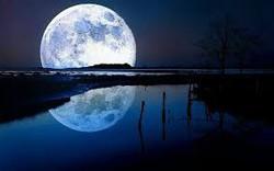 """Cư dân mạng bỗng tranh cãi dữ dội: """"Mặt Trăng"""" viết hoa hay """"mặt trăng"""" không viết hoa?"""
