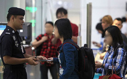 Đi du lịch bị tạm giữ khi nhập cảnh: Thậm chí ở những nước không cần visa, bạn cũng có thể bị giữ lại để kiểm tra