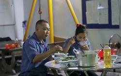 """Clip: Cuộc sống hạnh phúc của đôi vợ chồng tài xế """"rổ rá cạp lại"""" trên xe buýt ở Sài Gòn"""