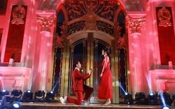 Ông Cao Thắng bất ngờ quỳ gối cầu hôn Đông Nhi ngay trên sân khấu