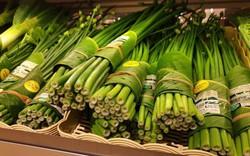 Giải pháp cực hay: cửa hàng ở Chiang Mai dùng lá chuối bọc thực phẩm để hạn chế túi nhựa