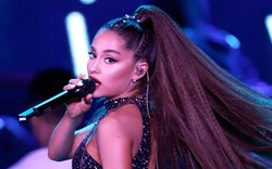 """Ariana Grande bị fan cuồng """"chôm"""" nhẫn kim cương ngay giữa concert, nhưng """"muốn lấy được từ tay chị thì không dễ đâu""""!"""