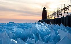 """Băng ở hồ Mỹ vỡ thành hàng triệu mảnh, dân mạng băn khoăn: """"Frozen đời thực hay gì?"""""""